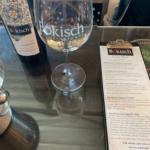 Bokisch Weinglas während der Weinprobe