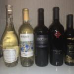 Erworbene Weinflaschen während den Weinproben